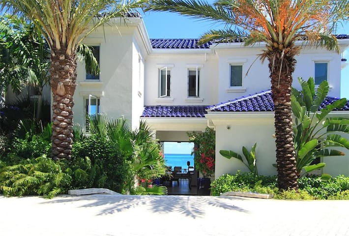 Azure Villa - 5 bedroom, 5000 sq ft home with private pool and amazing outdoor entertaining sp