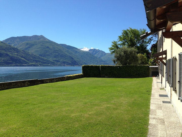 Lake side apartment in Musso - free WIFI (2A)