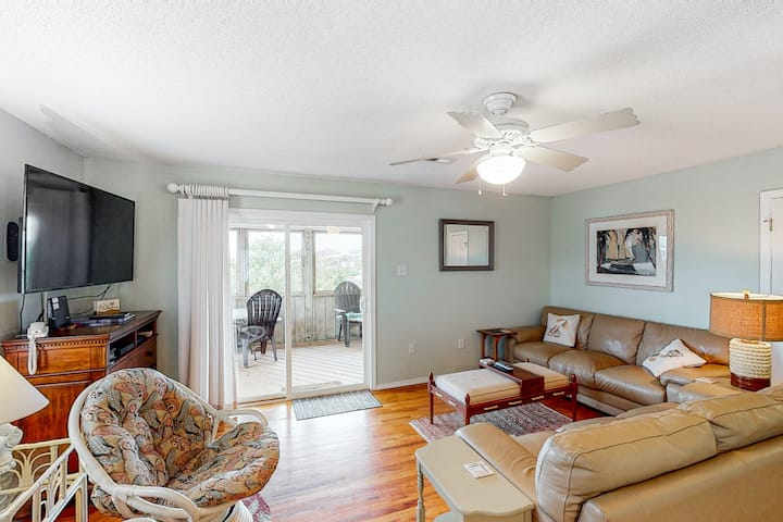 Dog-Friendly House w/ Private Hot Tub, Fireplace, Central AC, Free WiFi, & W/D!