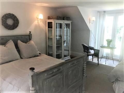 Helles, geräumiges Zimmer mit eigenem Bad