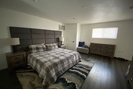 Great Room in a House close to the strip