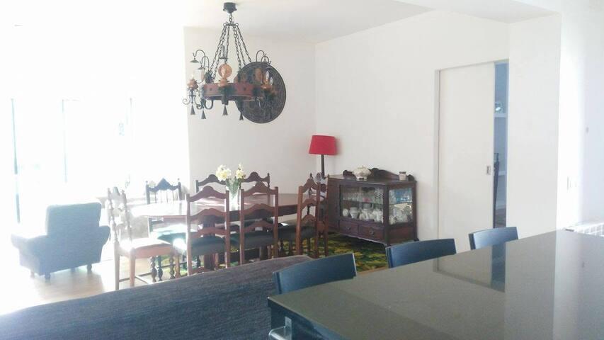 Casa T4 em Monte Real, 40 minutos de Fátima - Monte Real - Huis