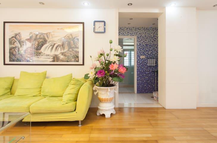 紧邻世纪公园,上海国际博览中心的2室2厅独立公寓房。安静中体验绿色生活。 - 上海 - Lejlighed