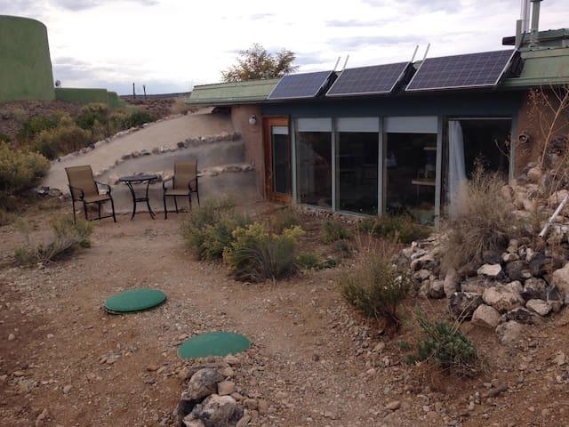 Taos Earthship Studio - Taos - Earth House