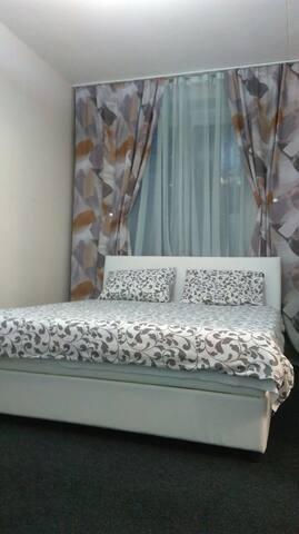 A cozy appartment for 1-6 per , 1 min to metro st. - Moskva - Leilighet