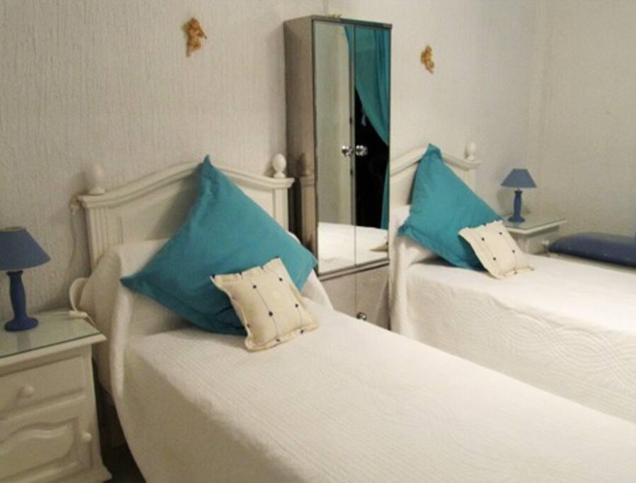 Dormitorio principal, con salida a Terraza, que da al Mediterráneo y piscina