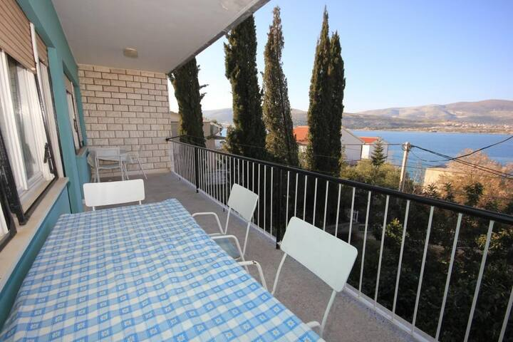 Two bedroom apartment with terrace and sea view Mastrinka, Čiovo (A-7582-a)