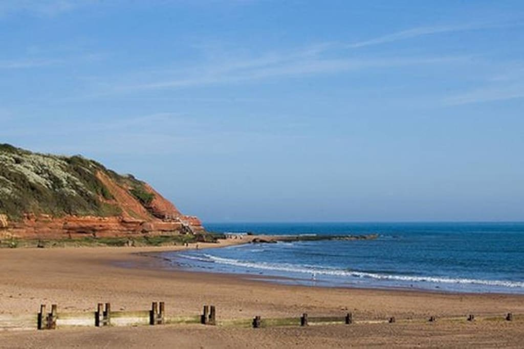 Beautiful Exmouth beach - gateway to the jurassic coast! 2 miles of golden sand just a 15 minute stroll away