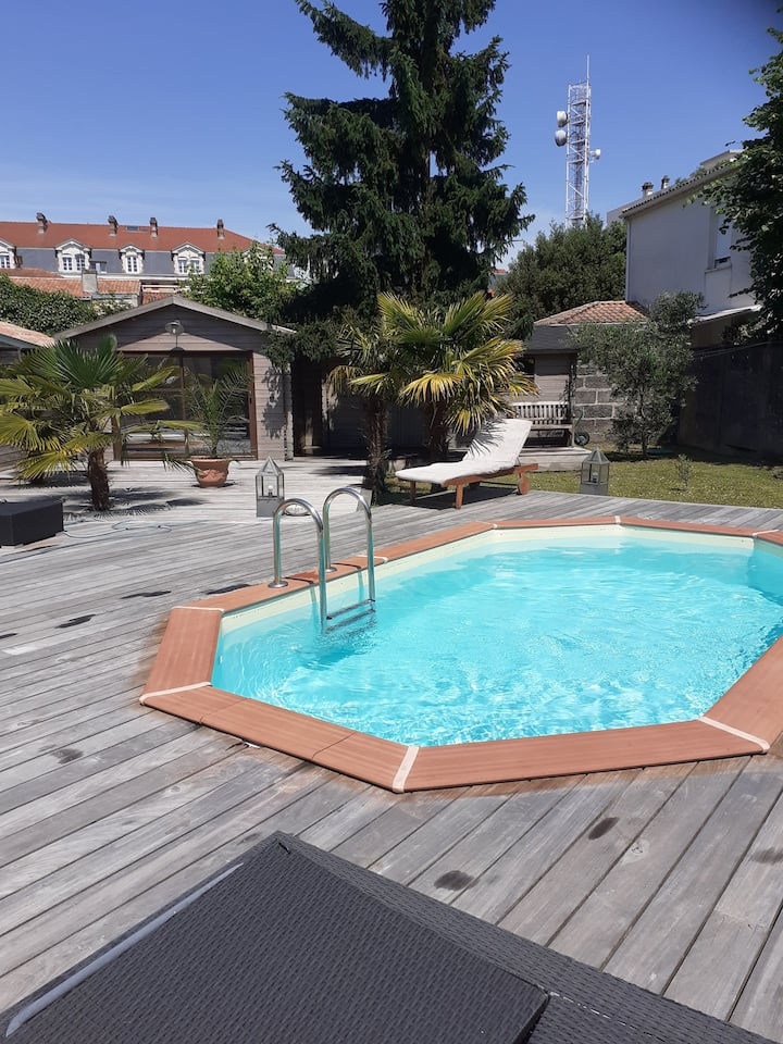 SUPERBE LOFT 4 CH JARDIN PARKING  PISCINE PRIVEE