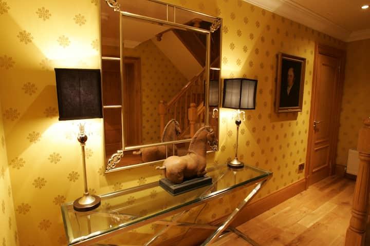 Dollarbeg Castle - Ballroom - Luxury 2 bed