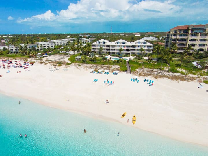 Gorgeous Penthouse Condo on Grace Bay at Grandview