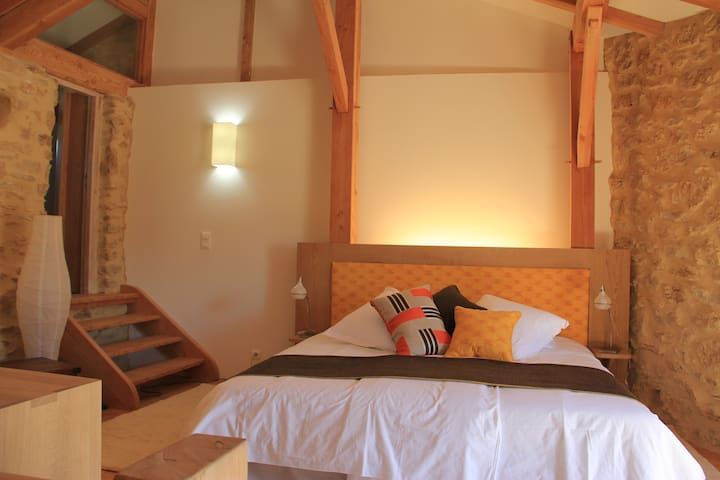 Olivier -  old stone farmhouse - Tresques - Apartemen