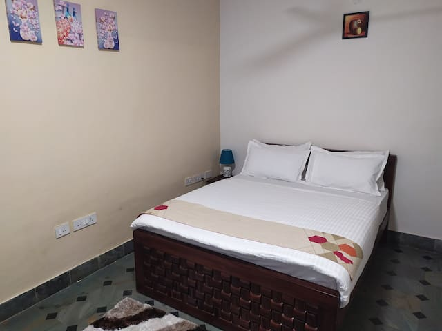 Cozy deluxe A/C 150sqft room with all amenities