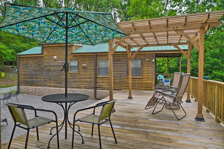 NEW! Oak Grove Getaway - Steps to Table Rock Lake!