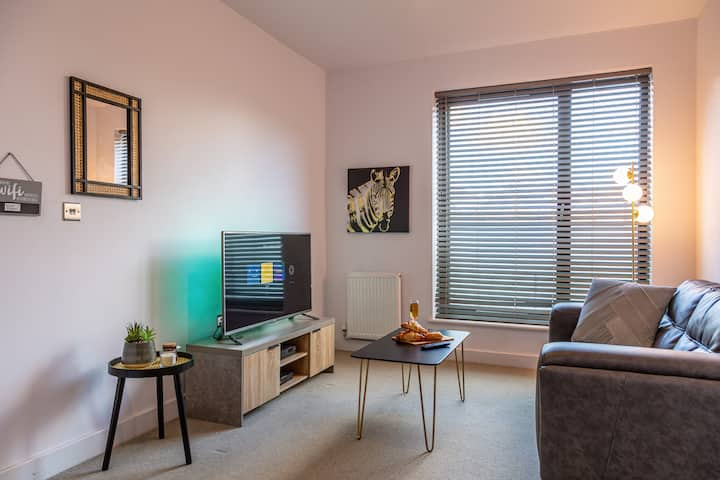 Prime | Modern 1 Bed in City Centre! With Parking!