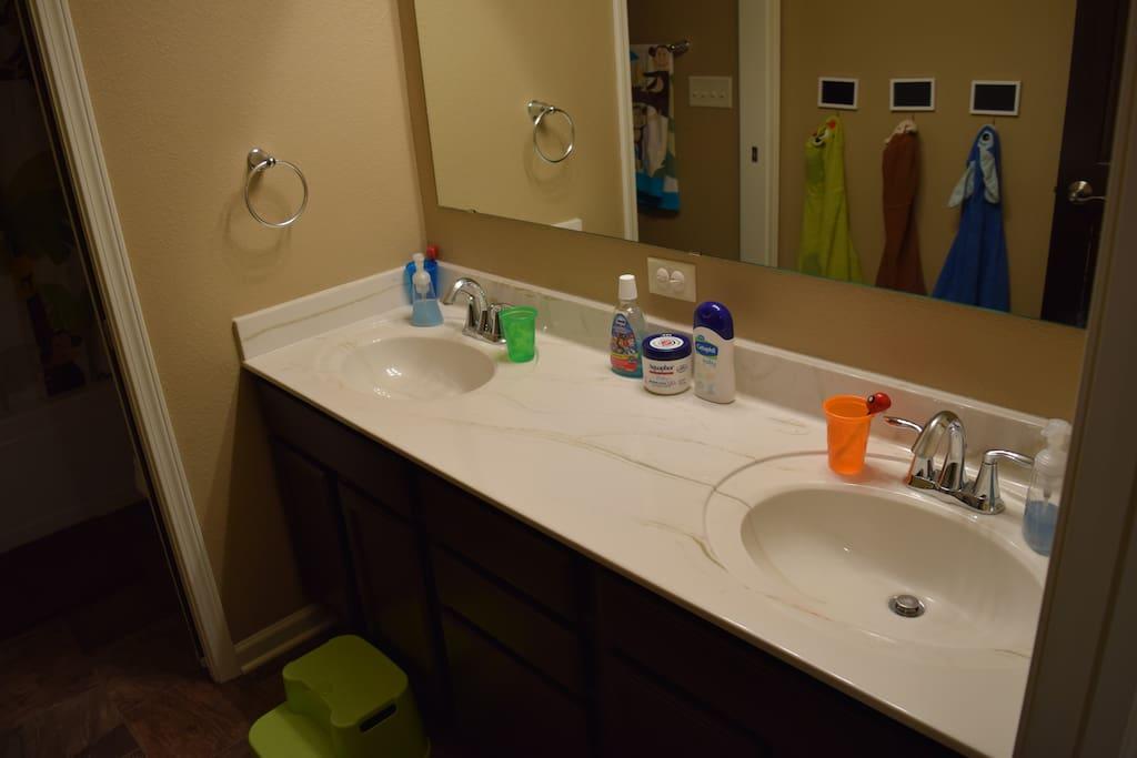 2nd full bath - double sinks, 2nd floor