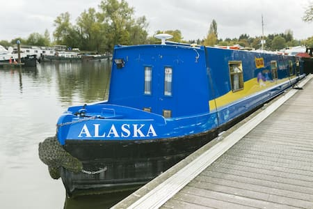 Alaska - 2 Bedroom Narrow Boat - Chertsey