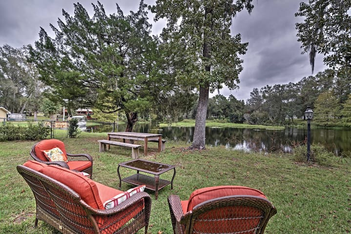 New! Lakefront 2BR Hernando House w/ Covered Patio