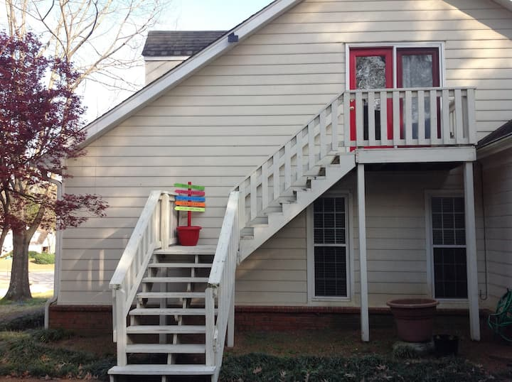 **Safe, Sunny and Private** Near Germantown