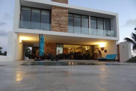 Casa Wajus- Front Beach home!