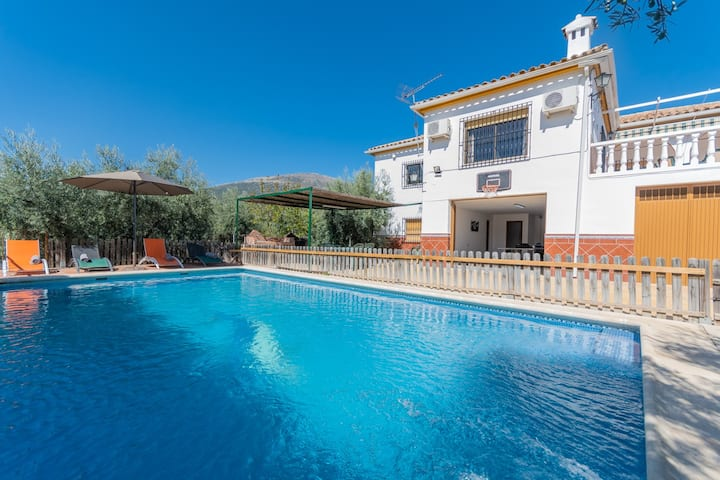 House low cost, BBQ, WIFI, POOL, AIR CONDITIONING