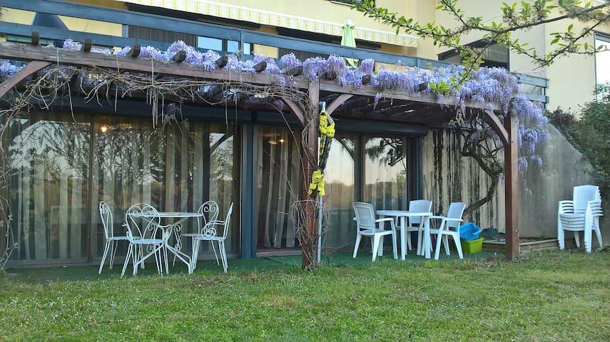 Studio 33 m², rez-jardin, piscine, cuisine/SdB, WC - La Tour-de-Salvagny - Flat