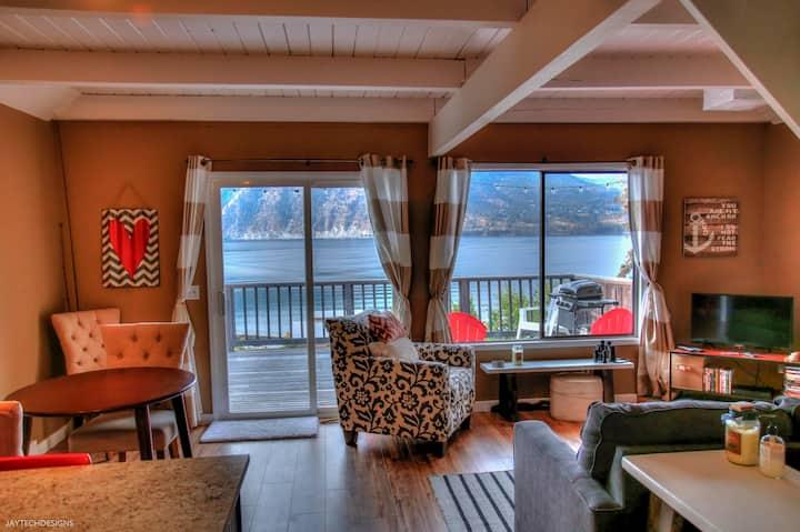 Cozy Lake View Cabin!