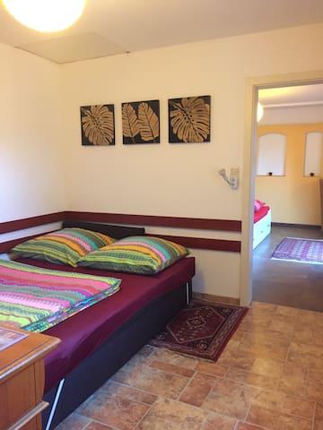 Durchgangszimmer mit großer Schlafcouch 1,60x2,00
