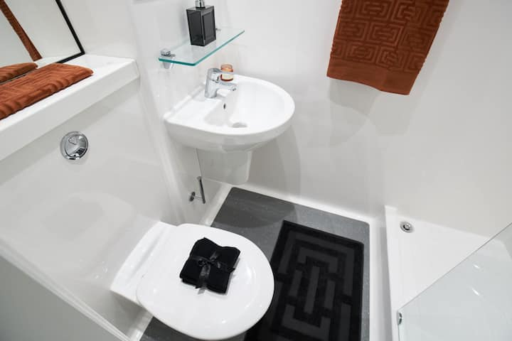 Student Only Property: Astonishing  Standard Ensuite