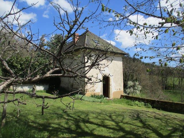 Chapelle réaménagée en duplex - Saint-Just-en-Chevalet - บ้าน