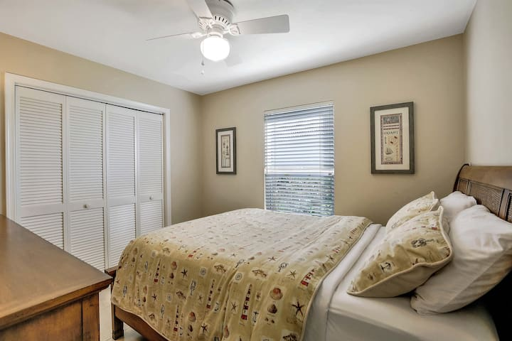 Third bedroom with queen size bed and ample closet space.