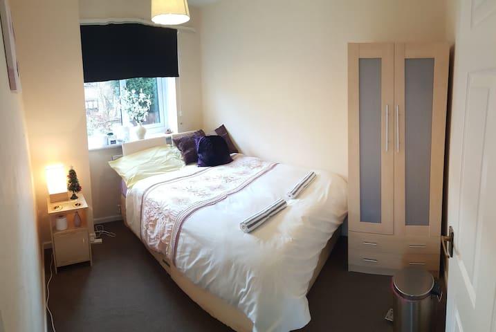 Super Comfy bedroom in pretty neighbourhood