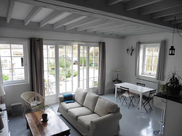 Spacieux environ 65 m2 clair soleil - Les Mesnuls - บ้าน
