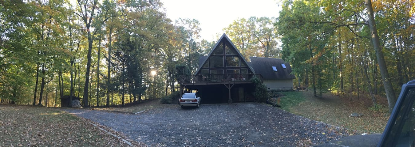 Modern Renovated & Very Private A-Frame w/ Pond