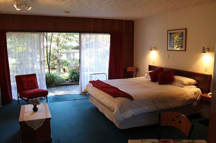 002 - Anglers Paradise  Motel (Studio Unit #2)