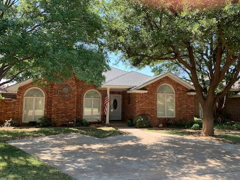 Large and Lovely Levelland Garden Home