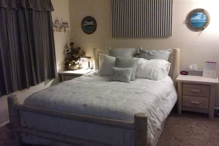 Private room with bath, 5 blocks from Disneyland. - Anaheim - Ev