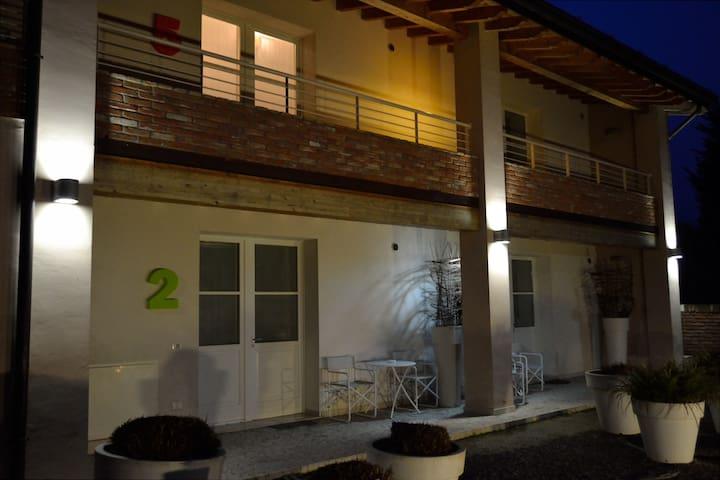 """""""STAR BENE FUORI CASA""""  IL PALAZZO BASSANO B.NO - Bassano Bresciano - Apartamento"""