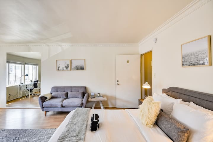 Quaint Studio Centrally Located in Beverly Hills