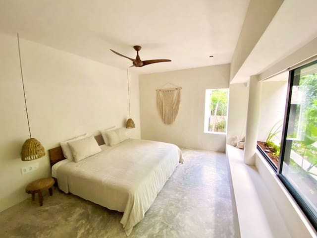 Spacious Master King Size Bedroom with ensuite Bath