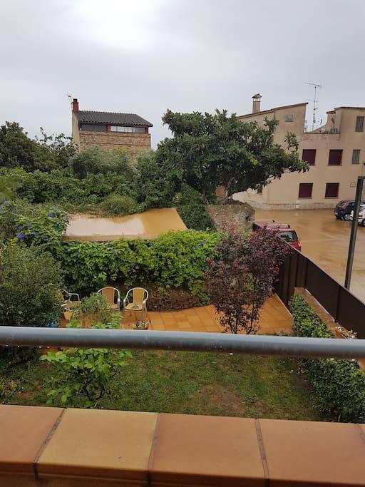 Vistas desde la terraza. jardin y entorno