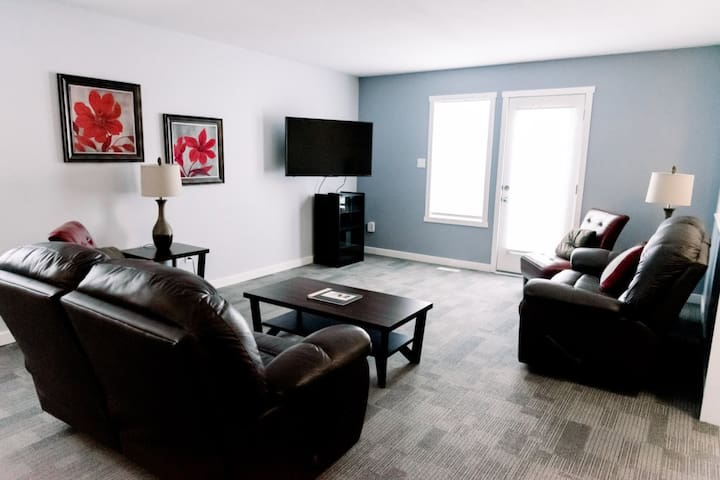 Cozy 3 Bedroom Apartment #4 South Lethbridge