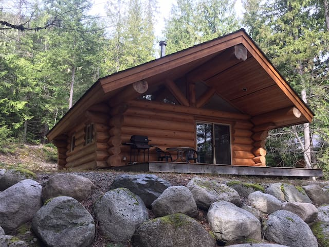 """Lakefront Private Log cabin, """"The Osprey"""" - Mount Currie - Hytte"""