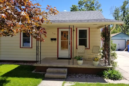 Cozy Downtown Loveland Bungalow, sleeps 6