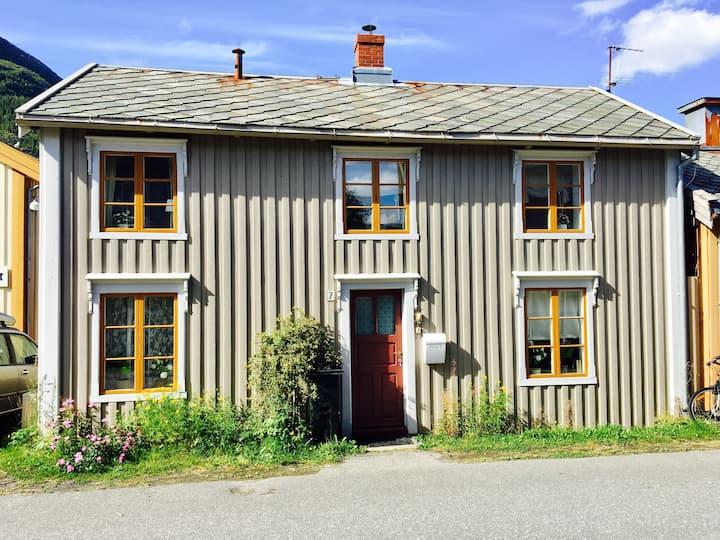 Hus, Mosjøen. Stor privat brygge og fjordutsikt