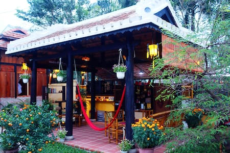 Golden Lantern Homestay Bamboo Room - Bed & Breakfast