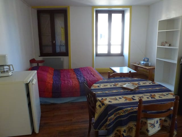 appartement 1er etage - Bourg-Lastic - Apartment