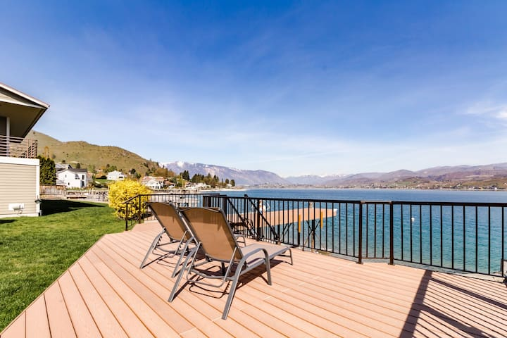 Newly remodeled lakefront home w/ incredible views, dock, sundeck!