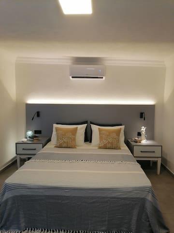 Yatağınızın ve yastıklarınızın alezleri her temizlikte değiştirilir. Çarşaf, yastık kılıfları, pikeniz ütülüdür. Yatağınız özenle, titizlik ile hazırlanır.