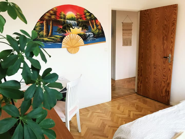 Private Bedroom in Ideal Location